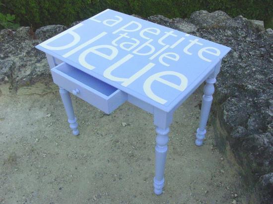 La petite table bleue 4*.jpg