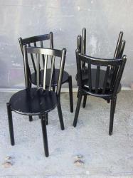 chaises-noires-1.jpg